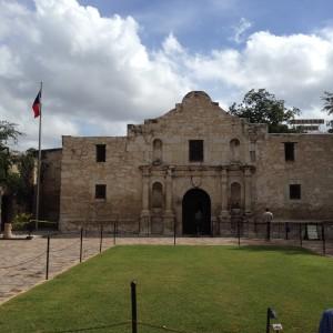 """Une  semaine pour se préparer aux vacances, une semaine au soleil du Texas pour visiter l'Alamo (""""Remember the Alamo!""""), une semaine pour s'en remettre, c'est assez: on reprend du collier!"""